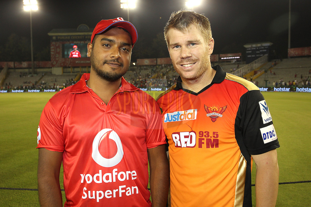 The Vodafone Superfan and Sunrisers Hyderabad captain David Warner during match 27 of the Pepsi IPL 2015 (Indian Premier League) between The Kings XI Punjab and The Sunrisers Hyderabad held at the Punjab Cricket Association Stadium in Mohali, India on the 27th April 2015.<br /> <br /> Photo by:  Shaun Roy / SPORTZPICS / IPL