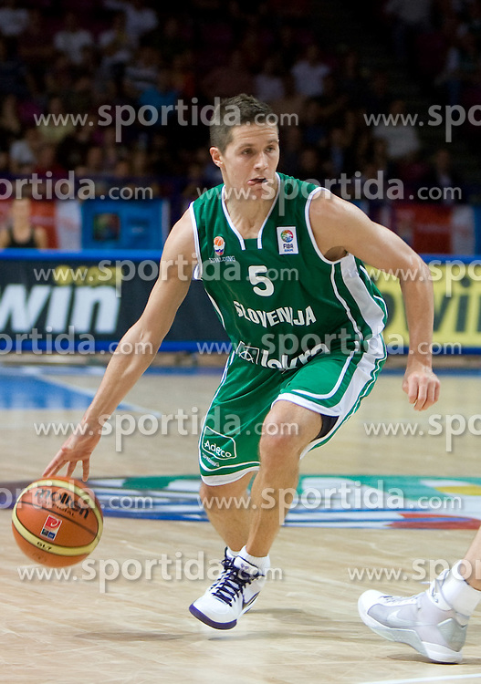 Jaka Lakovic (5) of Slovenia during the basketball match at 1st Round of Eurobasket 2009 in Group C between Slovenia and Great Britain, on September 07, 2009 in Arena Torwar, Warsaw, Poland. (Photo by Vid Ponikvar / Sportida)