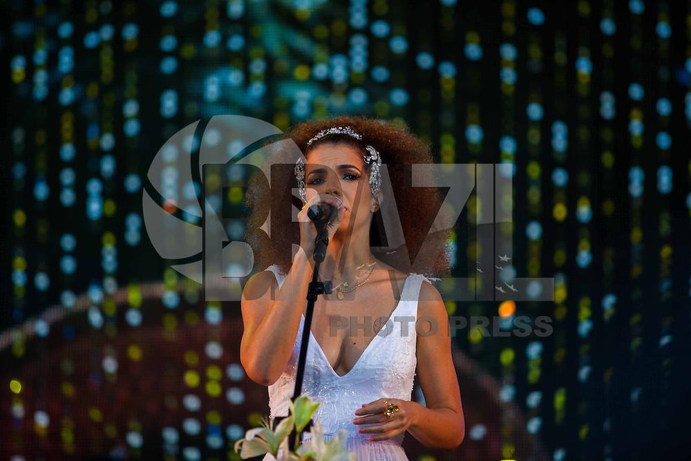 SÃO PAULO, SP, 26 DE MAIO DE 2013 - SHOW VANESSA DA MATA CANTA TOM JOBIM - A cantora Vanessa da Mata fez show no parque da Juventude, zona norte da cidade, nesta tarde de domingo (26), a cantora interpretou canções de Tom Jobim. O show na cidade, é o quinto show que comemora os 50 anos do primeiro disco solo de Jobim, The Composer of Desafinado, Plays. (FOTO: RICARDO LOU/BRAZIL PHOTO PRESS)
