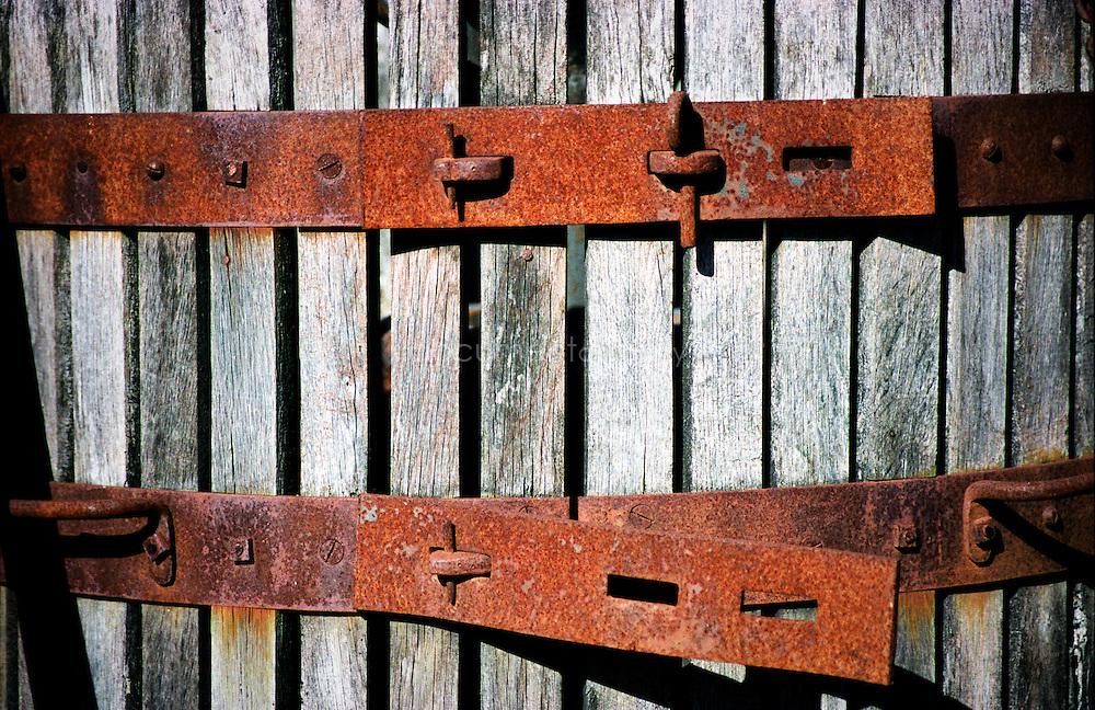 Bernard Teilland, homme d'affaire et amateur d'art, acceuille chaque année une exposition sur ses terres, ici une vieuille presse, Chateau Sainte Roseline, Les Arcs-sur-Argens, France