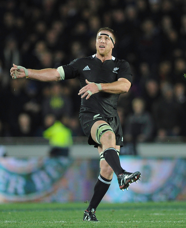 New Zealand's Brad Thorn attempts a drop goal against Australia in the Bledisloe Cup Tri-nations rugby test, Eden Park, Auckland, New Zealand, Saturday, August 06, 2011. Credit:SNPA / Ross Land