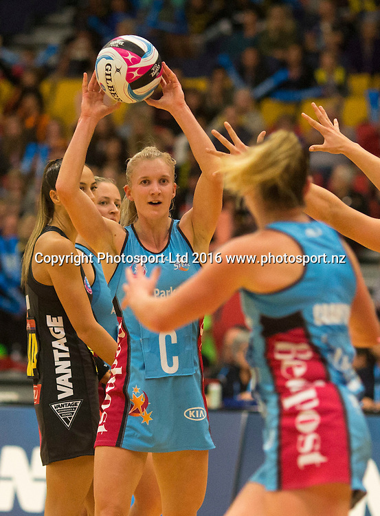 Steel's Shannon Francois looks for support. Wai/BoP Magic v Southern Steel. ANZ Championship Netball, Energy Events Centre, Rotorua, New Zealand. Sunday, 17 April 2016. Copyright photo: John Cowpland / www.photosport.nz