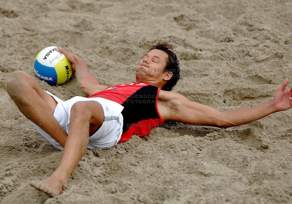 12-08-2007 VOLLEYBAL: CEV DUTCH MASTERS: SCHEVENINGEN<br /> Reinder Nummerdor verliest de finale van de Dutch Masters<br /> &copy;2007-WWW.FOTOHOOGENDOORN.NL