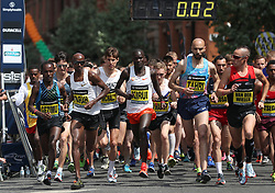 Great Britain's Mo Farah (second left) during the Simplyhealth Great Manchester Elite Men 10k run through Manchester.