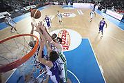DESCRIZIONE : Torino Coppa Italia Final Eight 2011 Finale Montepaschi Siena Bennet Cantu<br /> GIOCATORE : Ksistof Lavrinovic Mike Green Maarten Leunen Benjamin Ortner<br /> SQUADRA : Montepaschi Siena Bennet Cantu<br /> EVENTO : Agos Ducato Basket Coppa Italia Final Eight 2011<br /> GARA : Montepaschi Siena Bennet Cantu<br /> DATA : 13/02/2011<br /> CATEGORIA : rimbalzo special<br /> SPORT : Pallacanestro<br /> AUTORE : Agenzia Ciamillo-Castoria/C.De Massis<br /> Galleria : Final Eight Coppa Italia 2011<br /> Fotonotizia : Torino Coppa Italia Final Eight 2011 Finale Montepaschi Siena Bennet Cantu<br /> Predefinita :