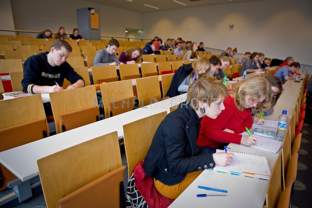 College geschiedenis door Professor Duindam in de Geertsemazaal van de Rijksuniversiteit Groningen (RuG) in Groningen, The Netherlands on March  10, 2009. (photo by Michel de Groot)