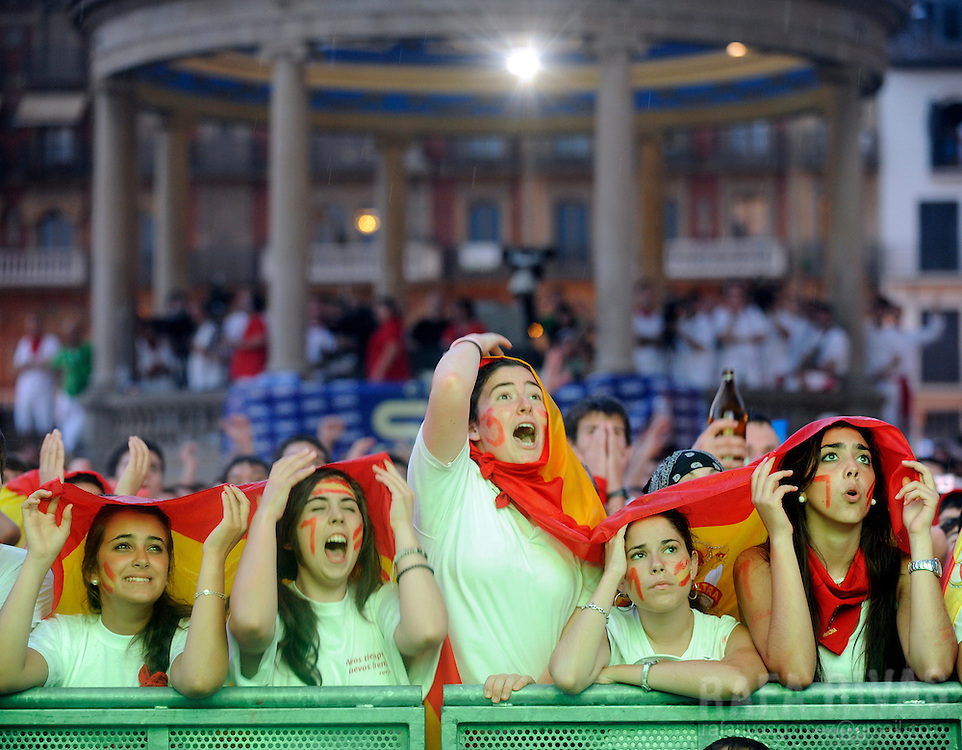 Supporters of the Spanish team watch the World Cup final football match Spain against Netherlands on July 11, 2010 in Pamplona, North of Spain. PHOTO/RAFA RIVAS