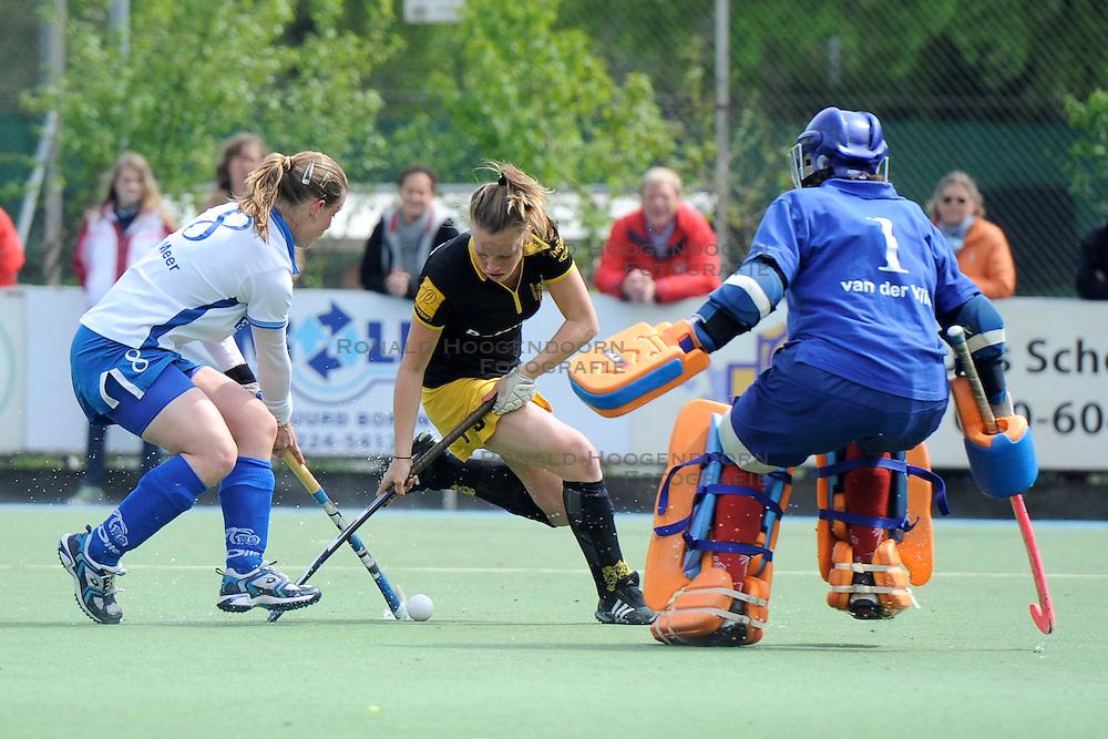 01-05-2010 HOCKEY: KAMPONG - DEN BOSCH: UTRECHT <br /> Kampong verliest de eerste wedstrijd in de play-offs met 1-0 van Den Bosch / <br /> Belle van Meer en Lieke Hulten<br /> &copy;2010-WWW.FOTOHOOGENDOORN.NL