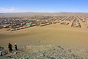 GOBI DESERT, MONGOLIA..09/03/2001.Bayanhongor (Bayankhongor). View on gers and houses from stupa hill..(Photo by Heimo Aga).