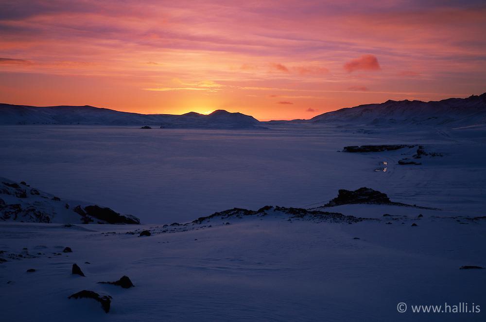 Sunset at the lake Kleifarvatn, Iceland - sólsetur við Kleifarvatn