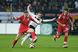 FRANKFURT, GERMANY - Wednesday, November 21, 2007: Wales' Carl Fletcher and Germany's Miroslav Klose during the final UEFA Euro 2008 Qualifying Group D match at the Commerzbank Arena. (Pic by David Rawcliffe/Propaganda)