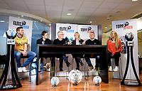 Fotball , 27. september 2017 , Eliteserien og Toppserien har fått felle ligaball , <br /> Her Frode Kippe , Steinar Felde og Lisa-Marie Karlseng Utland , Joachim Walltin , Leif Øverland , Hege Jørgensen med select - ballen