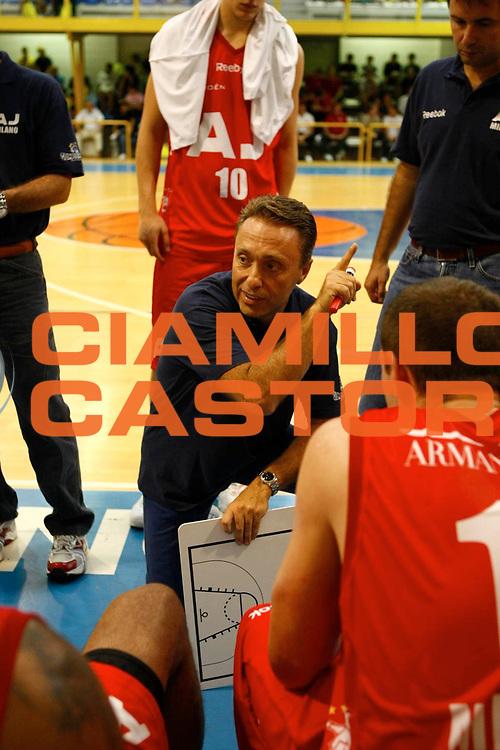 DESCRIZIONE : Sondrio Lega A1 2008-09 Amichevole Armani Jeans Milano Efes Pilsen Istanbul <br /> GIOCATORE : Team Milano Piero Bucchi <br /> SQUADRA : Armani Jeans Milano <br /> EVENTO : Campionato Lega A1 2008-2009 <br /> GARA : Armani Jeans Milano Efes Pilsen Istanbul <br /> DATA : 06/09/2008 <br /> CATEGORIA : Timeout <br /> SPORT : Pallacanestro <br /> AUTORE : Agenzia Ciamillo-Castoria/C.Scaccini