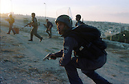 A-Tu ,Jerusalem  Oct 1st , 2000..Israeli security special forces searching for the crier of a terror attack during clashes with palastiniens