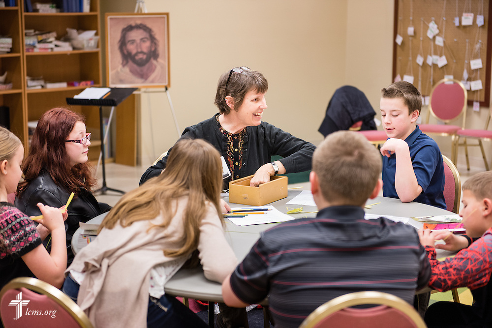 Linda Gleason leads a class following worship at Brookfield Lutheran Church on Sunday, March 29, 2015, in Brookfield, Wis. LCMS Communications/Erik M. Lunsford