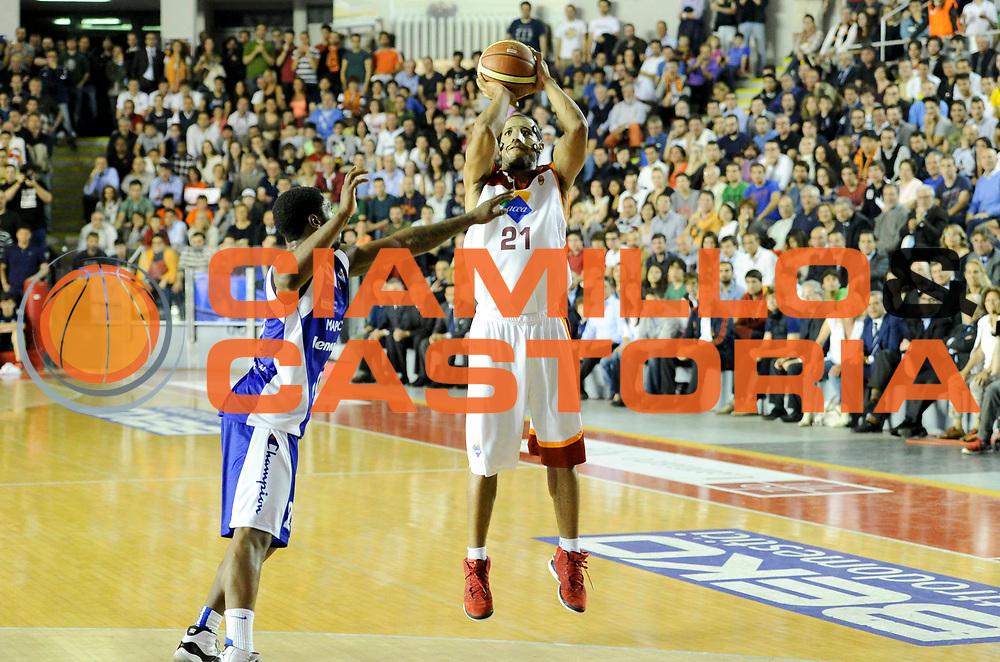 DESCRIZIONE : Roma Lega A 2012-13 Acea Virtus Roma Lenovo Cantu Gara 2<br /> GIOCATORE : Jordan Taylor<br /> CATEGORIA : three points<br /> SQUADRA : Acea Virtus Roma<br /> EVENTO : Campionato Lega A 2012-2013 Play Off Semifinali Gara2<br /> GARA : Acea Virtus Roma Lenovo Cantu Gara 2<br /> DATA : 27/05/2013<br /> SPORT : Pallacanestro <br /> AUTORE : Agenzia Ciamillo-Castoria/N. Dalla Mura<br /> Galleria : Lega Basket A 2012-2013 <br /> Fotonotizia : Roma Lega A 2012-13 Acea Virtus Roma Lenovo Cantu Gara 2