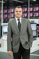 16 DEC 2008, BERLIN/GERMANY:<br /> Leopold Stiefel, Unternehmer, Mitbegruender der Elektrogrossmarktkette Media Markt, ehem. Geschaeftsfuehrer und Gesellschafter der Media-Saturn-Holding, im Media Markt, Alexia Einkaufszentrum, Alexanderplatz<br /> IMAGE: 20081216-01-003