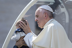 September 21, 2016 - Vatican City, Vatican - Pope Francis caresses a baby as he leaves at the end of his Weekly General Audience in St. Peter's Square in Vatican City, Vatican on September 21, 2016. (Credit Image: © Giuseppe Ciccia/Pacific Press via ZUMA Wire)