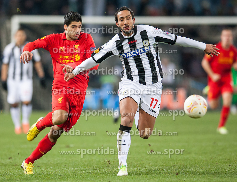 06.12.2012, Stadio Friuli, Udine, ITA, UEFA EL, Udinese Calcio vs FC Liverpool, Gruppe A, im Bild Luis Suarez (# 07, Liverpool FC), Mehdi Benatia (# 17, Udinese Calcio) // during the UEFA Europa League group A match between Udinese Calcio and Liverpool FC at the Stadio Friuli, Udinese, Italy on 2012/12/06. EXPA Pictures © 2012, PhotoCredit: EXPA/ Juergen Feichter