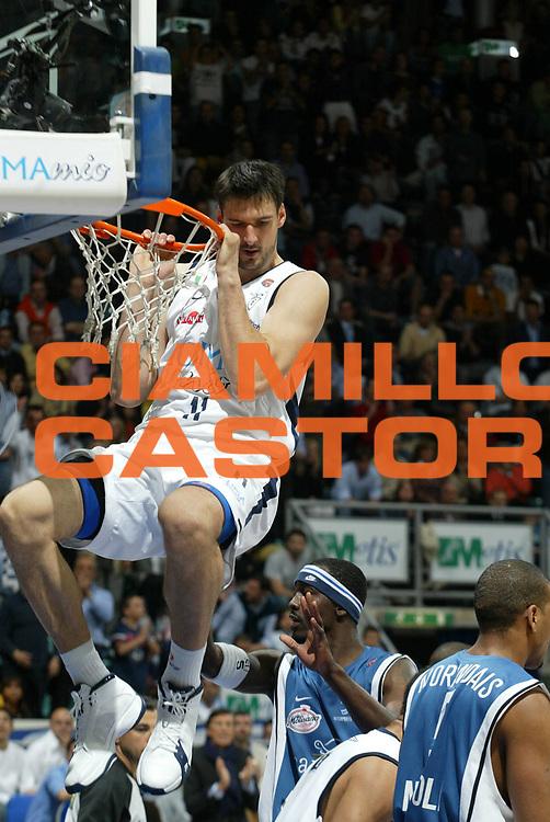 DESCRIZIONE : Bologna Lega A1 2005-06 Play Off Semifinale Gara 1 Climamio Fortitudo Bologna Carpisa Napoli <br /> GIOCATORE : Bagaric <br /> SQUADRA : Climamio Fortitudo Bologna <br /> EVENTO : Campionato Lega A1 2005-2006 Play Off Semifinale Gara 1 <br /> GARA : Climamio Fortitudo Bologna Carpisa Napoli <br /> DATA : 01/06/2006 <br /> CATEGORIA : Schiacciata <br /> SPORT : Pallacanestro <br /> AUTORE : Agenzia Ciamillo-Castoria/L.Villani <br /> Galleria : Lega Basket A1 2005-2006 <br /> Fotonotizia : Bologna Campionato Italiano Lega A1 2005-2006 Play Off Semifinale Gara 1 Climamio Fortitudo Bologna Carpisa Napoli <br /> Predefinita :