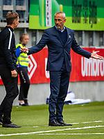 1. divisjon fotball 2018: Aalesund - Åsane (1-0). Aalesunds trener Lars Bohinen slår ut med armene i kampen i 1. divisjon i fotball mellom Aalesund og Åsane på Color Line Stadion.