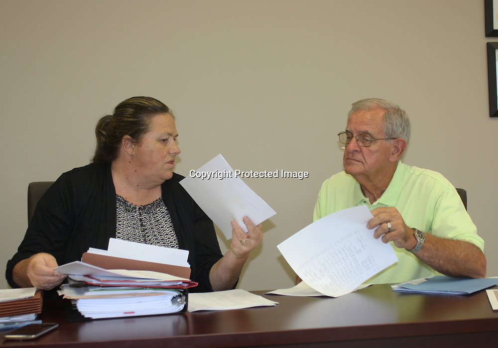 EMILY TUBB/BUY AT PHOTOS.MONROECOUNTYJOURNAL.COM<br /> Smithville Town Clerk Kim Johnson, left, discusses city matters with Mayor Earl Wayne Cowley during the first meeting of the town's new administration.