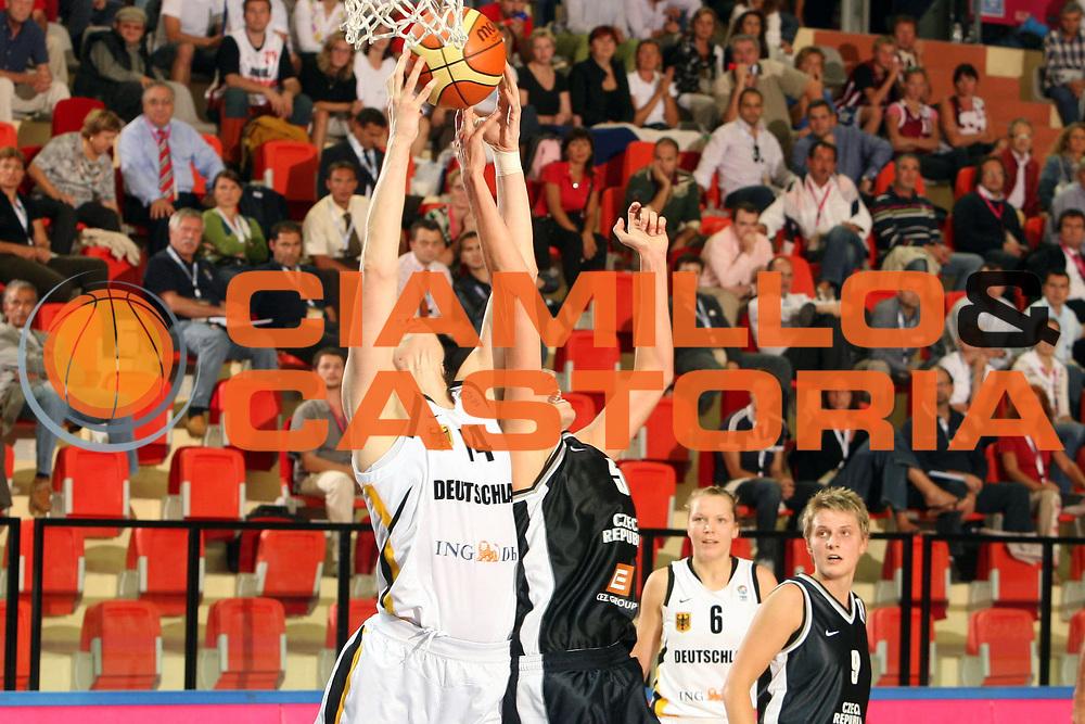DESCRIZIONE : Vasto Italy Italia Eurobasket Women 2007 Germania Repubblica Ceca Germany Czech Republic <br /> GIOCATORE : Martina Weber <br /> SQUADRA : Germania Germany <br /> EVENTO : Eurobasket Women 2007 Campionati Europei Donne 2007 <br /> GARA : Germania Repubblica Ceca Germany Czech Republic <br /> DATA : 28/09/2007 <br /> CATEGORIA : Rimbalzo <br /> SPORT : Pallacanestro <br /> AUTORE : Agenzia Ciamillo-Castoria/E.Castoria <br /> Galleria : Eurobasket Women 2007 <br /> Fotonotizia : Vasto Italy Italia Eurobasket Women 2007 Germania Repubblica Ceca Germany Czech Republic <br /> Predefinita :