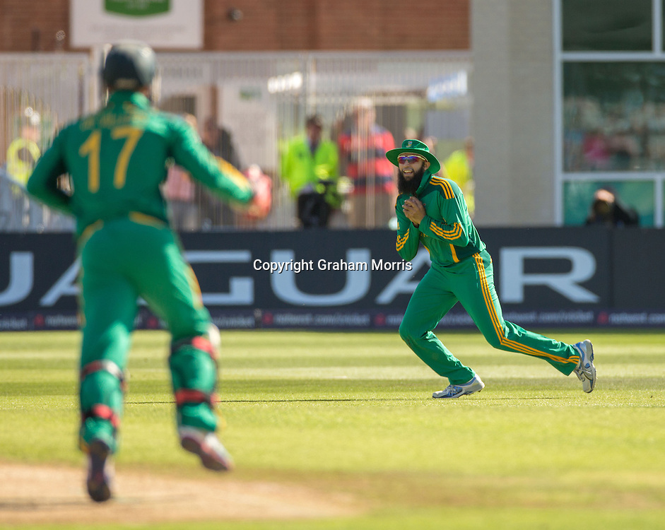 Hasim Amla catches Eoin Morgan during the fifth and final NatWest Series one day international between England and South Africa at Trent Bridge, Nottingham. Photo: Graham Morris (Tel: +44(0)20 8969 4192 Email: sales@cricketpix.com) 05/09/12