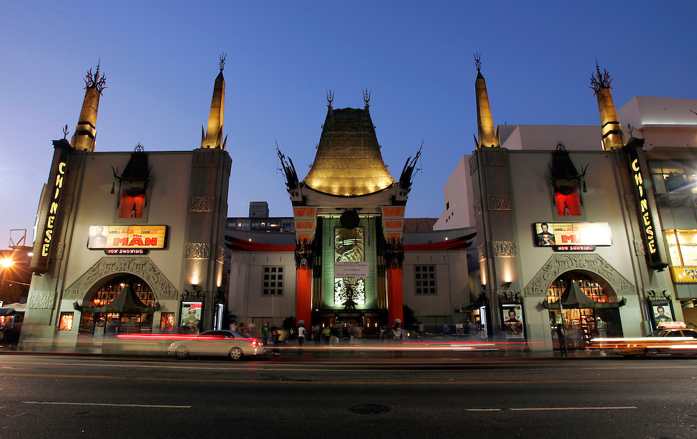US-LOS ANGELES: The famous Graumann's Chinese Theatre, at night. PHOTO: GERRIT DE HEUS