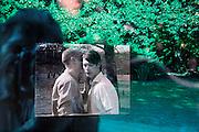 Duitsland, Berlijn, 22-8-2009Monument ter nagedachtenis aan de slachtoffers van de homovervolging in Europa tijdens het nazi regime van Hitler.Het staat in het voormalige niemandsland van de muur tussen oost en west-berlijn, en is opgericht na de eenwording, toen de twee landen gezamelijk hun geschiedenis konden verwerken.HomomahnmalFoto: Flip Franssen/Hollandse Hoogte