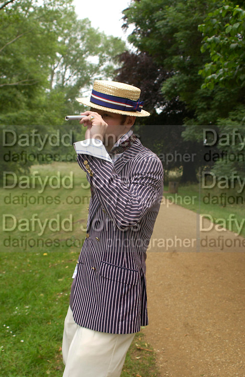 Ozzie Johnson. The Dangerous Sports Club host the innauguaral Oxford V  Cambridge Punt Race. University Parks. Oxford. 25 June 2005. 25 June 2005. ONE TIME USE ONLY - DO NOT ARCHIVE  © Copyright Photograph by Dafydd Jones 66 Stockwell Park Rd. London SW9 0DA Tel 020 7733 0108 www.dafjones.com
