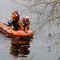 River Search...17.1.2001.<br />An inshore lifeboat from the Broughty Ferry RNLI station searches the banks of the River Tay around the Friarton and harbour area of Perth after someone was seen jumping into the river.<br />Please see Gordon Currie / Premier News story 01738 446766)<br /><br />Picture by John Lindsay.<br />COPYRIGHT: Perthshire Picture Agency<br />Tel: 01738 623350  Mob: 07775 852112