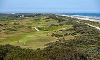 DOMBURG - Overzicht  van de Domburgsche Golf Club in Zeeland (Walcheren) .  Op de voorgrond hole 1. Op de achtergrond  de vuurtoren COPYRIGHT KOEN SUYK