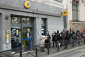La Poste Tabac Supermarket queues CoronavirusParis