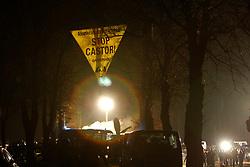 Aktivisten der Umweltschutzorganisation Greenpeace spannen ein Transparent und klettern in zwei Bäume über der Castor-Transportstrecke im Wendland. <br /> <br /> Ort: Dannenberg<br /> Copyright: Andreas Conradt<br /> Quelle: PubliXviewinG