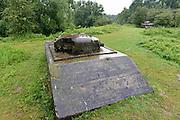 Nederland, Arnhem, 9-7-2014Geschutskoepel van een in beton gegoten Sherman tank uit wo2 als onderdeel van de Rijn en IJssellinie. Doel van het verdedigingswerk was bij een russische aanval het gebied tussen kampen en Nijmegen onder water te zetten,innunderen, om tijdwinst te boeken. Hiervoor waren op verschillende plaatsen inlaten langs de Rijn en IJssel gemaakt. Deze waren in de dijk gebouwd en konden geopend worden om het land binnendijks onder water te zetten. Kanonnen moesten deze inlaatplaatsen beschermen. Vrijwilligers hebben voor behoud van diverse objecten gezorgd. Foto: Flip Franssen/Hollandse Hoogte