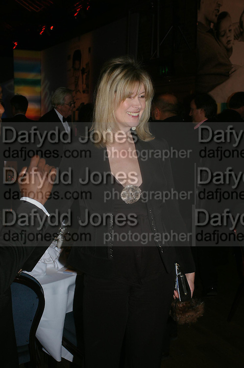 Julia Somerville. 2004 Whitbread Book Awards. The Brewery, Chswell st. London EC1. 25 January 2005. ONE TIME USE ONLY - DO NOT ARCHIVE  © Copyright Photograph by Dafydd Jones 66 Stockwell Park Rd. London SW9 0DA Tel 020 7733 0108 www.dafjones.com