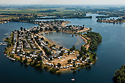 Nederland, Gelderland, Maasbommel, 08-07-2010; recreatiegebied De Gouden Ham, met Campingpark Het Groene Eiland. Camping met stacaravans en caravans voor gezinnen en senioren..The recreation area Golden Ham, Camping Park Green Island. Campsite with mobile homes and caravans for families and seniors..luchtfoto (toeslag), aerial photo (additional fee required).foto/photo Siebe Swart