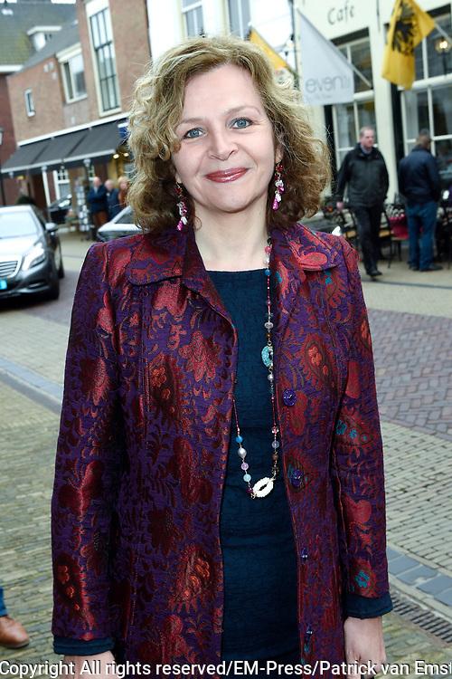 Politieke prominenten wonen de uitvoering van de Matthaus Passion bij in de Grote Kerk in Naarden. <br /> <br /> Op de foto:  Edith Schippers