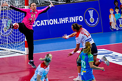 02-12-2019 JAP: Slovenia - Norway, Kumamoto<br /> Second day 24th IHF Womenís Handball World Championship, Slovenia lost the second match against Norway with 20 - 36. / Amra Pandzic #21 of Slovenia, Kari Skaar Brattset #13 of Norway