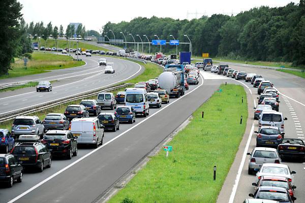 Nederland, Nijmegen, 28-6-2012Verkeer op weg naar een evenement in Nijmegen. Er is een nieuwe stadsbrug in aanbouw om deze route via de Waalbrug te ontlasten.Foto: Flip Franssen/Hollandse Hoogte
