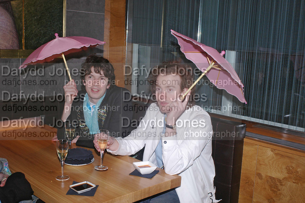 Richard Astor and Philip Colberet. Pengelley's opening. 164 Sloane St. London SW1. 22 February 2005. . ONE TIME USE ONLY - DO NOT ARCHIVE  © Copyright Photograph by Dafydd Jones 66 Stockwell Park Rd. London SW9 0DA Tel 020 7733 0108 www.dafjones.com
