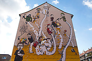 Europe, Germany, North Rhine-Westphalia, Cologne, mural by the German streetart artist Lake at a building at the Liebigstreet, the painting was created during the first City Leaks Festival in September 2011...Europa, Deutschland, Nordrhein-Westfalen, Koeln, Graffiti des deutschen Streetart Kuenstlers Lake an einem Haus in der Liebigstrasse, das Wandgemaelde entstand  waehrend des 1. City Leaks Festivals im September 2011. ***HINWEIS ZU DEN ABGEBILDETEN KUNSTWERKEN - RECHTE DRITTER SIND VOM NUTZER ZU KLAEREN*** ***PLEASE NOTE: THIRD PARTY RIGHTS OF THE SHOWN WORK OF ART MUST BE CHECKED BY THE USER***