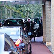 NLD/Drievliet/20130104 - Uitvaart Arend Langeberg, aankomst familieleden