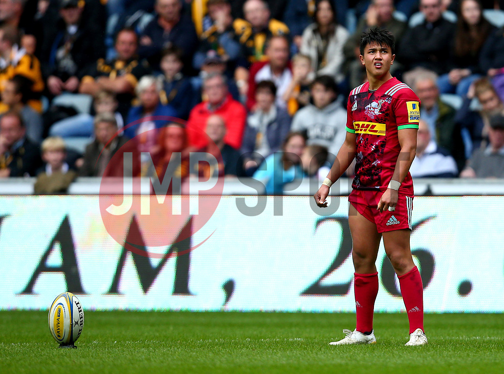 Marcus Smith of Harlequins prepares to kick a penalty - Mandatory by-line: Robbie Stephenson/JMP - 17/09/2017 - RUGBY - Ricoh Arena - Coventry, England - Wasps v Harlequins - Aviva Premiership