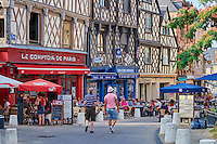 France, Cher (18), Bourges, centre historique, maisons à pans de bois de la Place Gordaine // France, Cher (18), Bourges, center, half timbered houses, Place Gordaine square