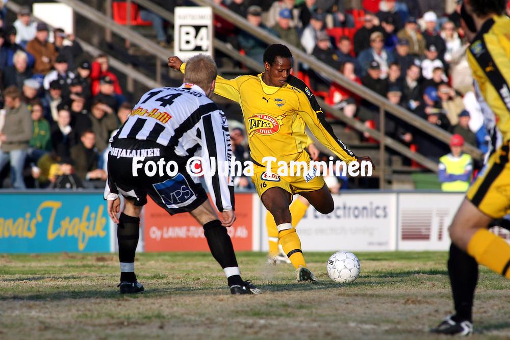 04.05.2006, Hietalahti, Vaasa, Finland..Veikkausliiga 2006 - Finnish League 2006.Vaasan Palloseura - IFK Mariehamn.Samuel Barlay - IFK Mariehamn.©Juha Tamminen.....ARK:k