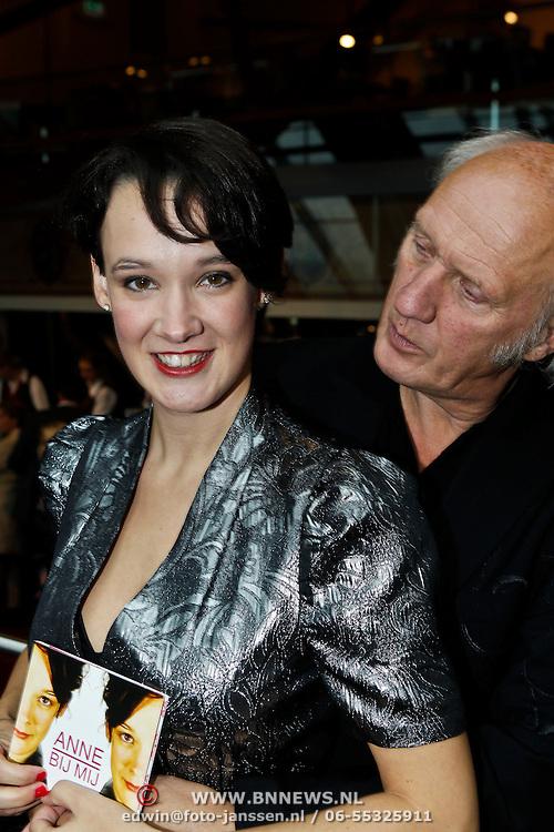 NLD/Amsterdam/20100927 - CD presentatie Anne van Veen, Anne met haar vader Herman van Veen