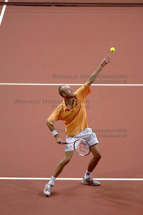 23-09-2006 TENNIS: DAVIS CUP: NEDERLAND - TSJECHIE: LEIDEN <br /> Peter Wessels<br /> ©2006-WWW.FOTOHOOGENDOORN.NL