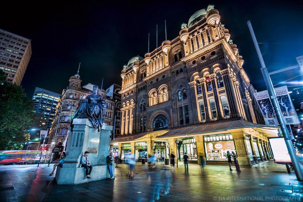The Queen Victoria Statue & Building @ Night